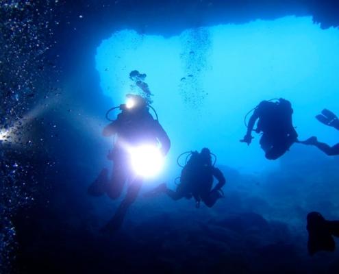 Grotte dei Dois Olhos e Regona - Olgiata Diving